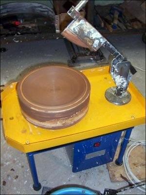 Заформованная глиной гипсовая форма