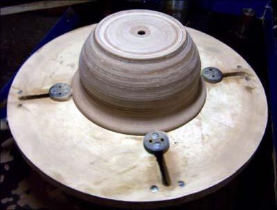 Закрепление в патроне глиняного горшочка